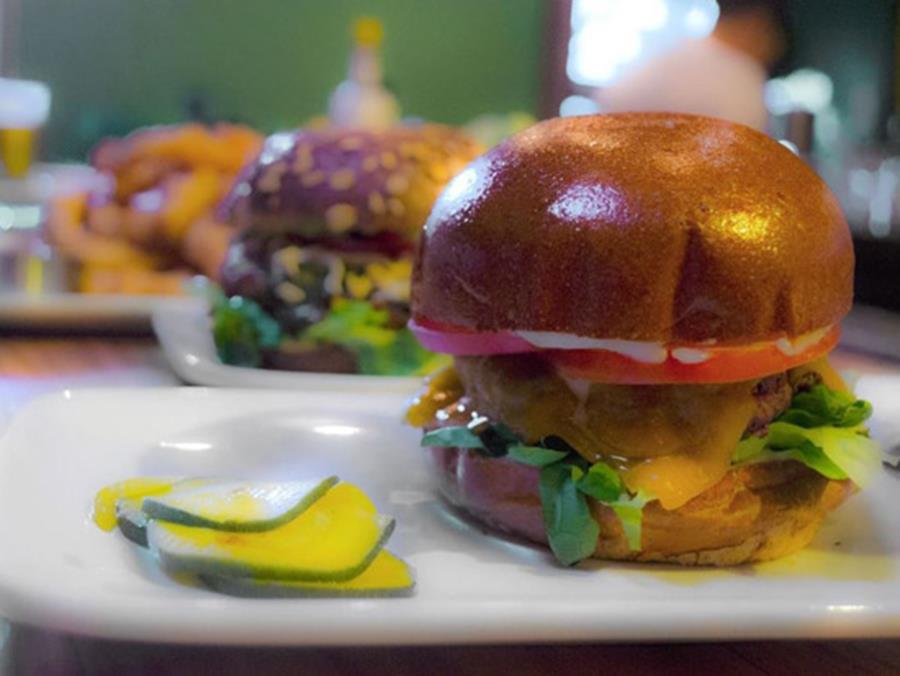 13231_content_Mud-Hen-Tavern-Cheeseburger (Copy)