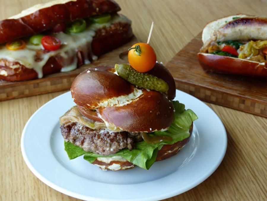 13231_content_pretzel-burger (Copy)